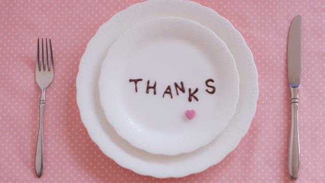 お皿にTHAANKSの文字