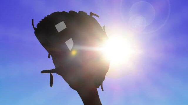 太陽と野球のグローブ