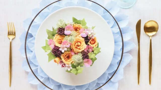 皿に盛られた花